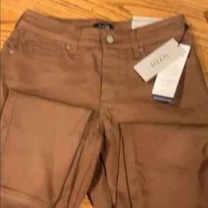 NWT NYDJ Ami Skinny legging. Brown. Size 6P